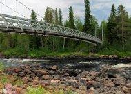 Holzbrücke über dem Raudanjoki